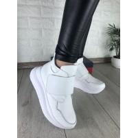Белые зимние кроссовки на платформе