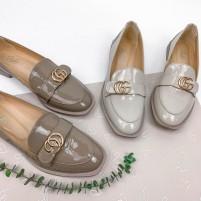Бежевые туфли на небольшом каблуке