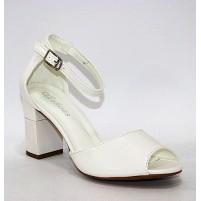 Босоножки белые на каблуке