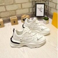 Белые кроссовки женские для спорта