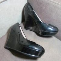 Туфли женские черные на танкетке
