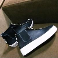 Стильные ботинки на толстой подошве