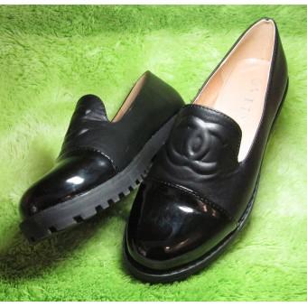 Туфли с лаковым носом женские